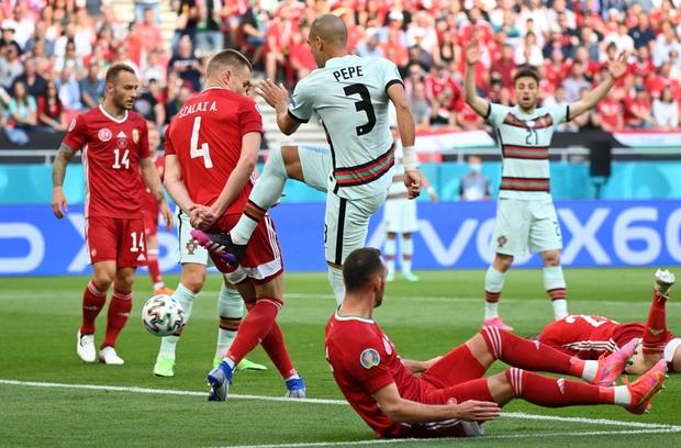 Bồ Đào Nha 3-0 Hungary: Ronaldo đi vào lịch sử với cú đúp - Ảnh 15.