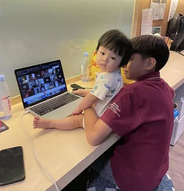 Cường Đô La khoe ảnh 2 con cực tình cảm, tiết lộ một việc sáng nào anh cả Suchin cũng làm với cô em gái trước khi đi học - Ảnh 4.