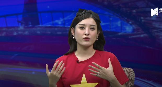 Á hậu Huyền My gây sốt với visual trên livestream bình luận bóng đá, còn bình luận 1 tràng về Đoàn Văn Hậu khiến anh em bất ngờ - Ảnh 6.