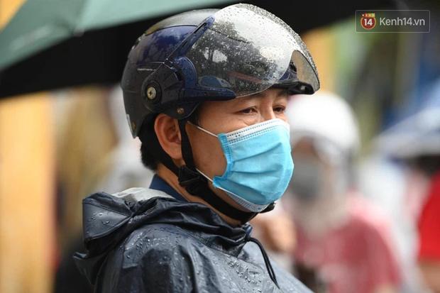 Thí sinh Hà Nội được hộ tống trên xe bạc tỷ đi thi vào lớp 10 - Ảnh 7.