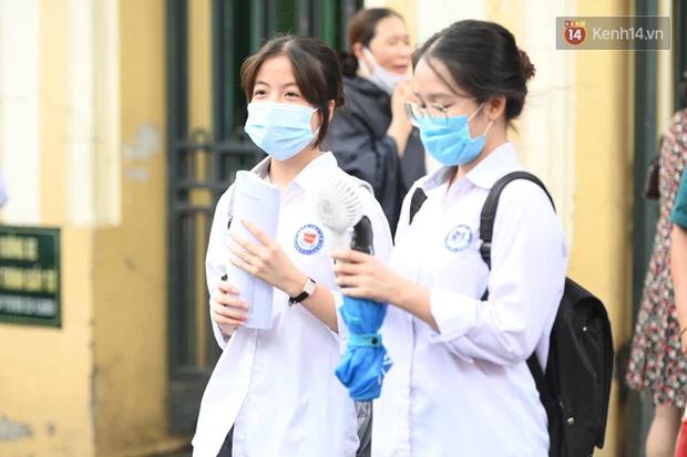 Thí sinh Hà Nội được hộ tống trên xe bạc tỷ đi thi vào lớp 10 - Ảnh 11.