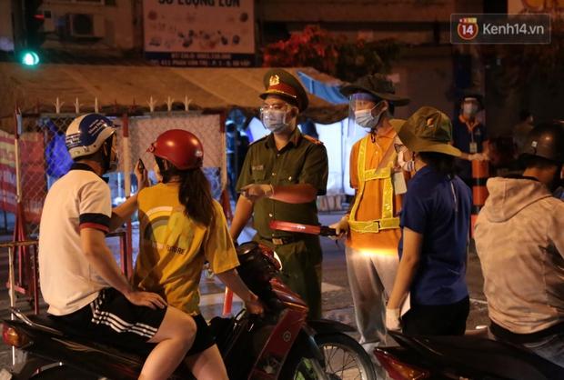Quận Gò Vấp được dỡ phong toả sau 2 tuần giãn cách xã hội theo Chỉ thị 16 - Ảnh 1.