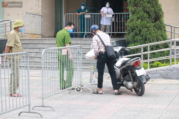 Hà Nội: Phong tỏa 1 tòa chung cư sau khi ghi nhận ca dương tính SARS-CoV-2 - Ảnh 7.