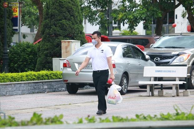 Hà Nội: Phong tỏa 1 tòa chung cư sau khi ghi nhận ca dương tính SARS-CoV-2 - Ảnh 6.