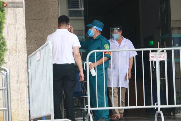 Hà Nội: Phong tỏa 1 tòa chung cư sau khi ghi nhận ca dương tính SARS-CoV-2 - Ảnh 11.