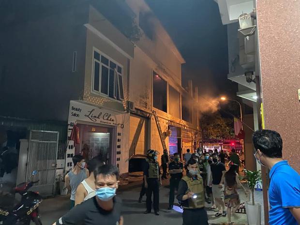 Nghệ An: Phòng trà bốc cháy trong đêm, phát hiện 6 người chết ở tầng 2 - Ảnh 1.