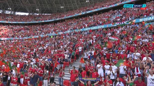 Khán giả ngồi kín đặc khán đài như chưa từng có... COVID-19 trong trận Bồ Đào Nha vs Hungary tại Euro 2020 - Ảnh 5.