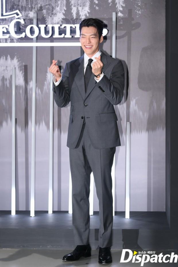 Kim Woo Bin lột xác tại sự kiện sau 3 năm ung thư: Visual trở lại thời The Heirs, phong thái tổng tài chấp ống kính phóng viên - Ảnh 7.