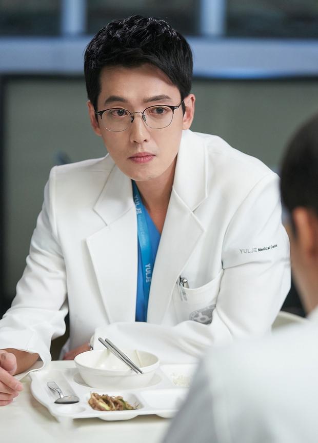 Ôn lại kiến thức trước khi chiến gọn Hospital Playlist 2: Từ món đặc sản đến bùng binh tình ái của hội bác sĩ - Ảnh 7.