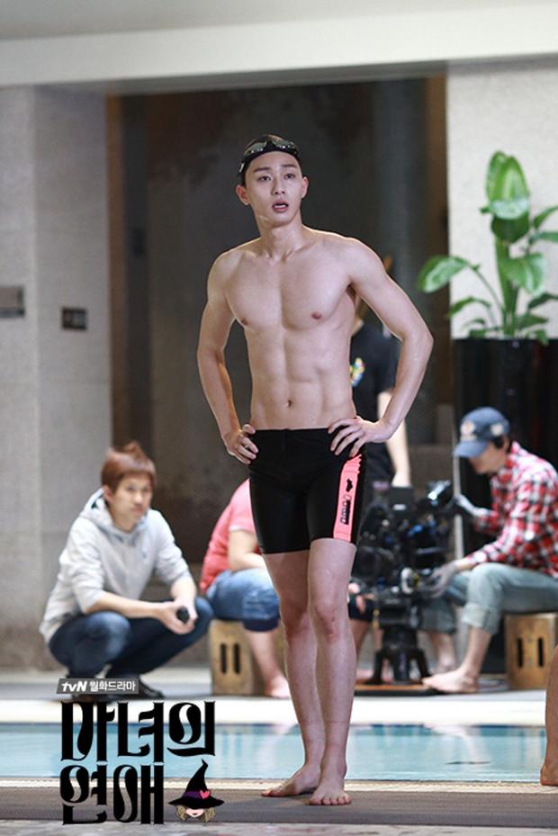 Park Seo Joon - tài tử cực phẩm đầu tiên xứ Hàn gia nhập Marvel: Từ tổng tài đến ông hoàng sân bay, chân dài 6 múi mlem xịt máu mũi - Ảnh 8.