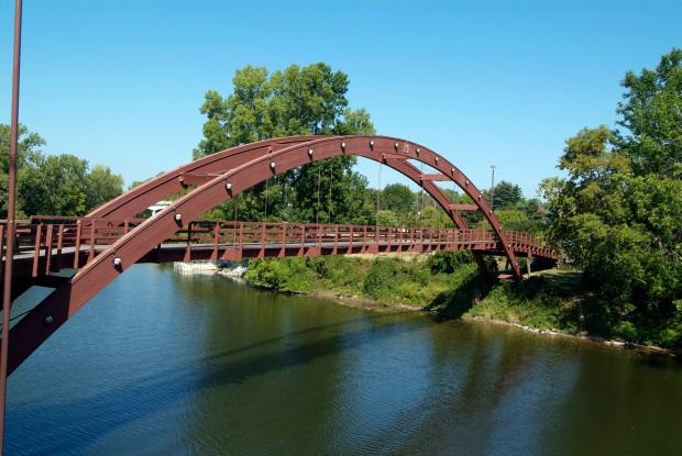 Trục vớt được thi thể nam giới tử vong trôi trên sông, cảnh sát ngỡ ngàng khi tra ra thân phận thật sự của người đàn ông - Ảnh 2.