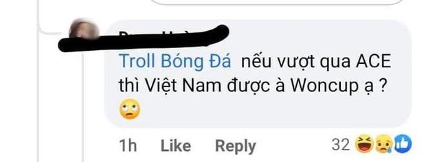 Góc cười sảng: Fangirl hỏi một câu về bóng đá mà sai tới 2 kiến thức cơ bản, dàn cầu thủ Việt Nam nghe được chắc buồn dữ - Ảnh 1.