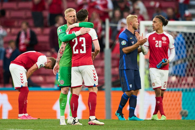 UEFA lên tiếng biện hộ về quyết định gây tranh cãi sau sự cố của Eriksen, báo Đan Mạch nghe xong bất bình phải lập tức đáp trả - Ảnh 2.