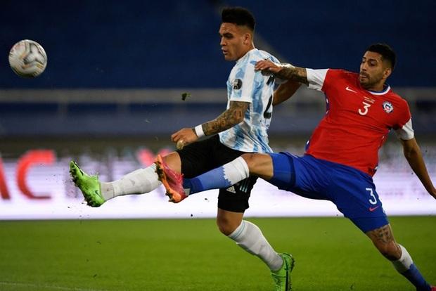 Argentina bất lực để Chile cầm hòa trong ngày Messi lập siêu phẩm đá phạt - Ảnh 2.