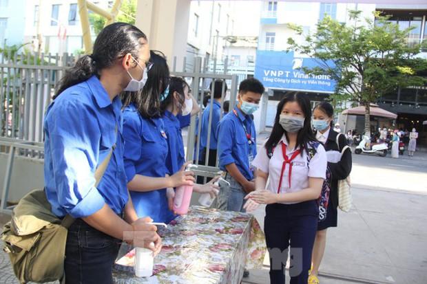 Đà Nẵng chính thức thi vào lớp 10, hơn 16.000 người được xét nghiệm COVID-19 - Ảnh 2.