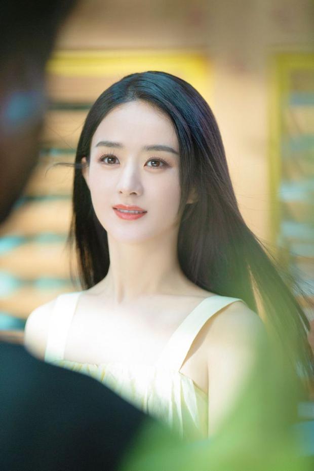 Mới ly hôn 2 tháng đã bị hỏi liệu có tái hôn không, câu trả lời 4 chữ của Triệu Lệ Dĩnh khiến netizen bất ngờ - Ảnh 3.