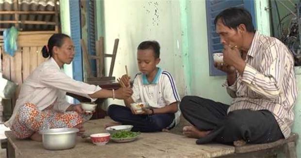 Bố ruột Hồ Văn Cường khi rời quê: Làm việc cho Phi Nhung, nhận lương tháng 10 triệu đồng - Ảnh 2.