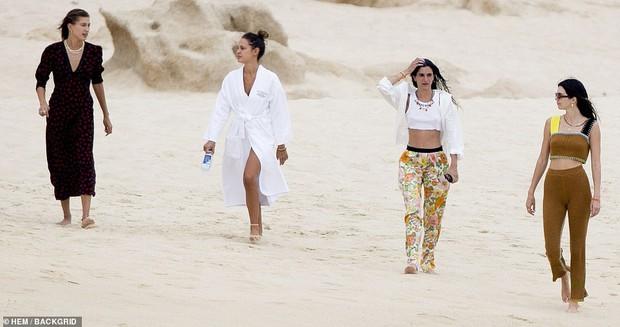 Đôi bạn thân siêu mẫu 9x đánh lẻ đi biển: Kendall và vợ Justin cùng khoe body như tạc tượng, nhưng mặt mộc của ai nhỉnh hơn? - Ảnh 13.