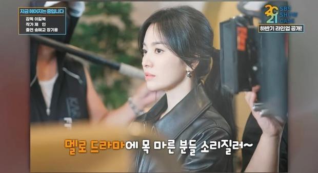 Lộ ảnh Song Hye Kyo đẹp lịm người bên cạnh Jang Ki Yong, anh chị mới nhìn nhau mà chemistry đã bùng nổ rồi - Ảnh 2.