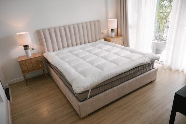 6 tips để trải giường ở nhà sang xịn mịn như giường khách sạn từ cô nàng có 4 năm kinh nghiệm trong ngành - Ảnh 3.
