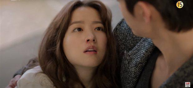 Park Bo Young bay màu ở Kẻ Hủy Diệt Gõ Cửa Nhà Tôi, netizen khóc lụt nhà Youth Of May vẫn chưa đủ sao? - Ảnh 1.