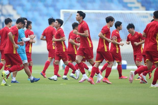 Khung hình vũ trụ điển trai của dàn cẩu thủ đội tuyển Việt Nam trước giờ ra sân, tiết lộ luôn việc đầu tiên làm sau trận đấu với UAE - Ảnh 3.