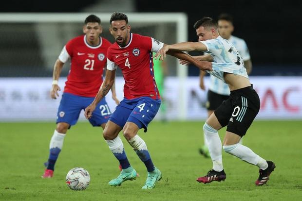 Argentina bất lực để Chile cầm hòa trong ngày Messi lập siêu phẩm đá phạt - Ảnh 4.