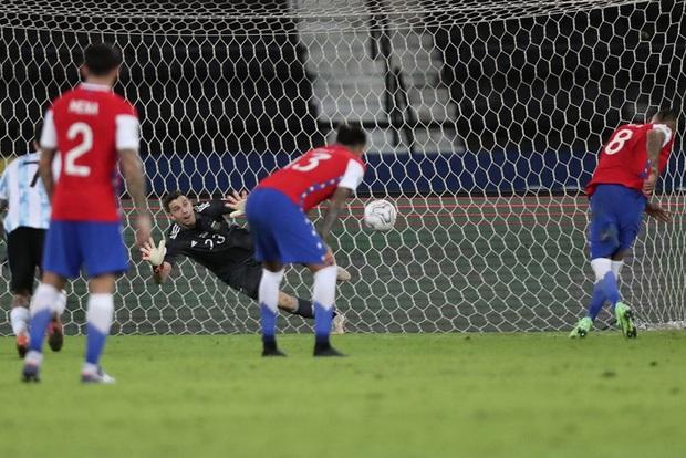 Argentina bất lực để Chile cầm hòa trong ngày Messi lập siêu phẩm đá phạt - Ảnh 6.