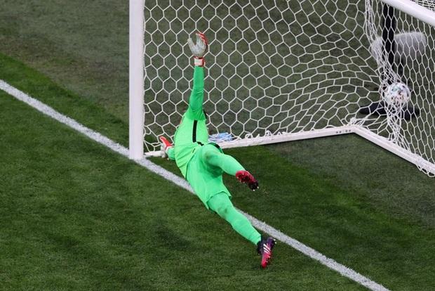 Cầu thủ liên tục mắc lỗi, thẻ đỏ đầu tiên xuất hiện tại Euro 2020, ĐT Ba Lan nhận thất bại - Ảnh 8.