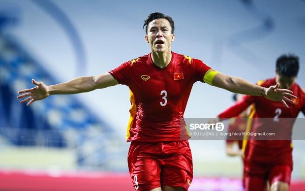 Trực tiếp UAE vs Việt Nam: Fan Việt đổ về sân tiếp lửa cho thầy trò HLV Park Hang-seo - Ảnh 2.