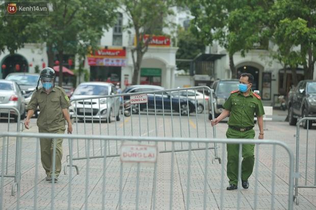 Hà Nội: Phong tỏa 1 tòa chung cư sau khi ghi nhận ca dương tính SARS-CoV-2 - Ảnh 2.
