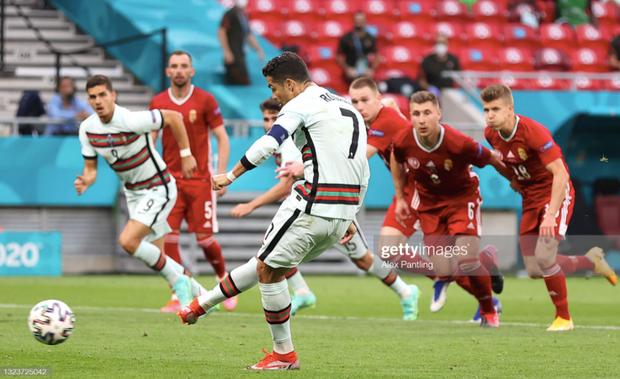 Bồ Đào Nha 3-0 Hungary: Ronaldo đi vào lịch sử với cú đúp - Ảnh 2.