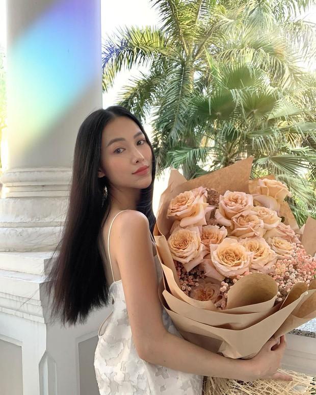 Mặc đẹp như Hoa hậu: HH Phương Khánh có 1001 kiểu váy áo bánh bèo, diện vào vừa sang, vừa sexy khó tả - Ảnh 1.