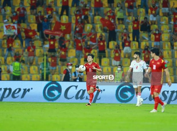 Thua sát nút UAE nhưng Việt Nam vẫn làm nên lịch sử, lần đầu tiên vào vòng loại thứ 3 World Cup 2022! - Ảnh 3.