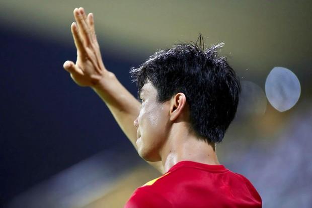 Đến lượt Công Phượng gia nhập team lầy, hóa gia sư phổ cập tiếng Anh cho fan ngoại quốc luôn - Ảnh 1.