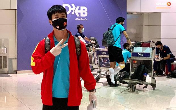 Tuyển Việt Nam lên chuyến bay lúc nửa đêm để về nước sau khi giành được chiến tích lịch sử tại vòng loại World Cup - Ảnh 10.