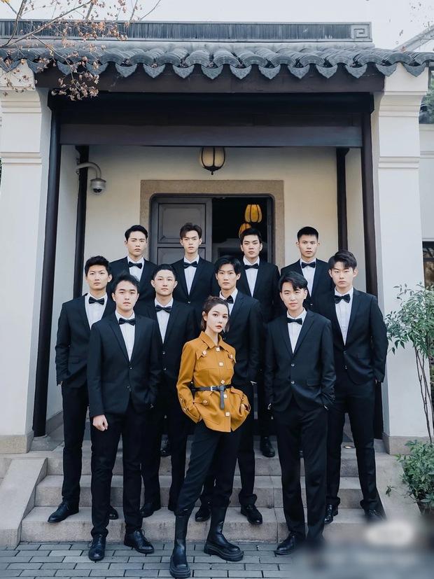 Group nữ doanh nhân chung chồng: Qua 1 lần đò vẫn cua được trai trẻ giàu có và lớp học trở thành nữ hoàng, đổi đời chưa bao giờ dễ dàng đến vậy - Ảnh 3.
