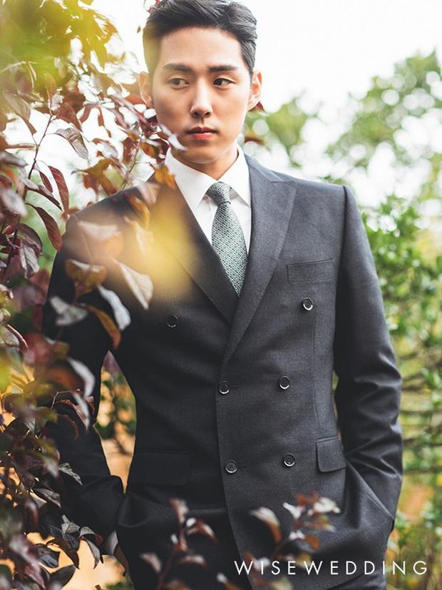 Sao nhí Nấc Thang Lên Thiên Đường lên chức bố sau 1 năm kết hôn, loạt ảnh cưới đẹp như mơ hot trở lại - Ảnh 4.