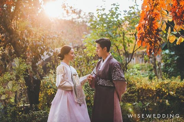 Sao nhí Nấc Thang Lên Thiên Đường lên chức bố sau 1 năm kết hôn, loạt ảnh cưới đẹp như mơ hot trở lại - Ảnh 2.