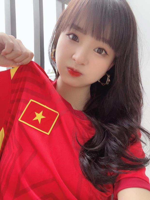Nhiều bóng hồng làng streamer nhuộm đỏ mạng xã hội, check-in cổ vũ đội tuyển Việt Nam - Ảnh 3.