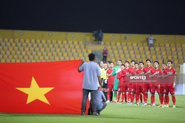 Đường truyền tín hiệu từ UAE gặp vấn đề khiến VTV lỡ phát sóng 6 phút đầu trận đấu của tuyển Việt Nam - Ảnh 2.