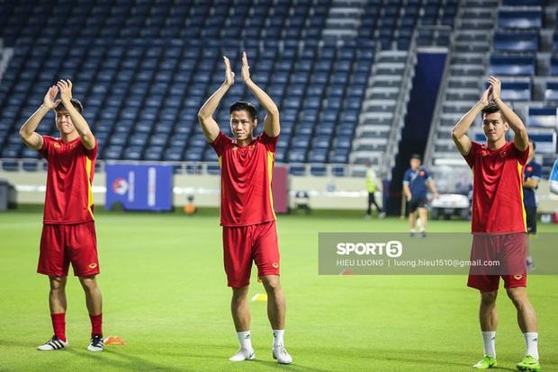Chuyên cơ chở đội tuyển Việt Nam về TP.HCM sau khi kết thúc vòng loại thứ hai World Cup 2022 - Ảnh 1.