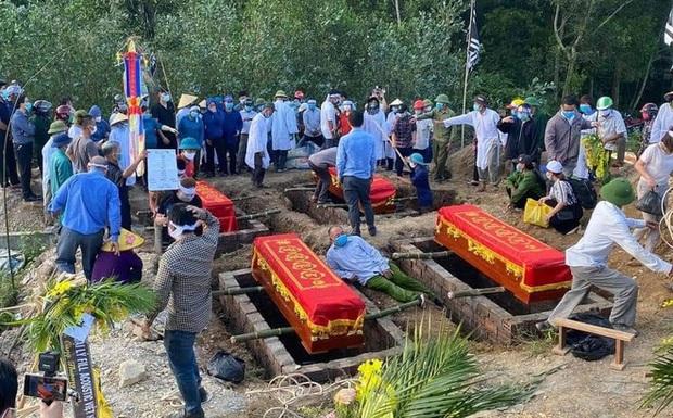 Tang thương cảnh 4 quan tài chôn cạnh nhau trong vụ cháy phòng trà 6 người tử vong - Ảnh 5.