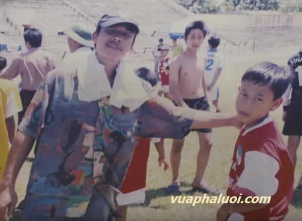 Người phụ nữ thầm lặng cùng tiền vệ Minh Vương vượt qua nỗi đau mất bố và giúp Việt Nam lội ngược dòng trước UAE là ai? - Ảnh 2.