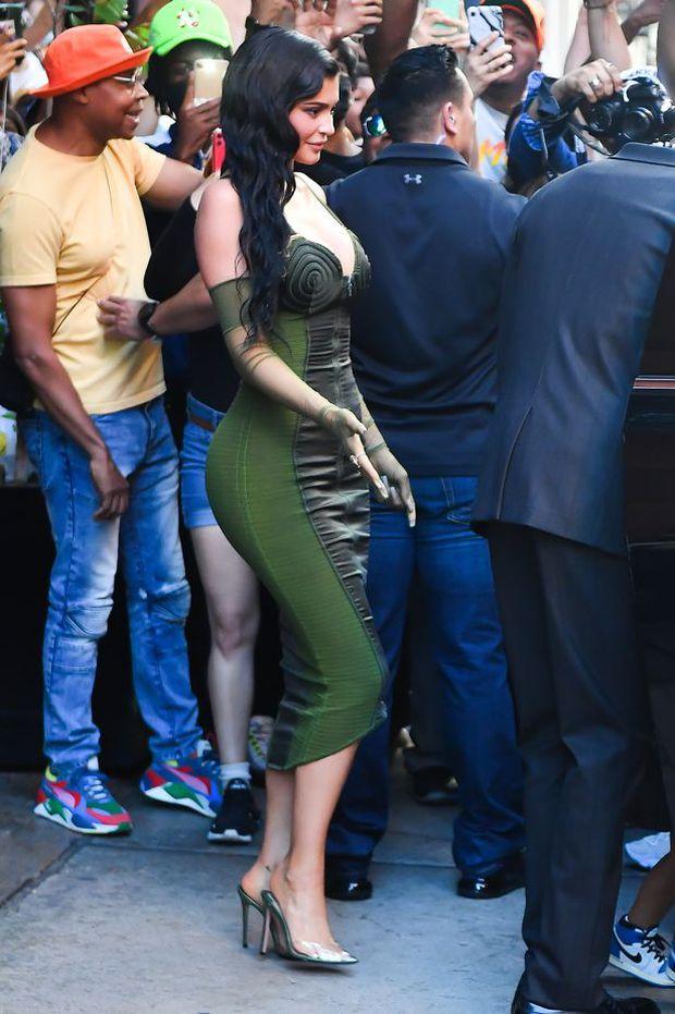 Sau 2 năm toang vì tiểu tam, Kylie Jenner và Travis Scott chính thức tái hợp, cách chàng gọi nàng báo hiệu tin vui? - Ảnh 2.