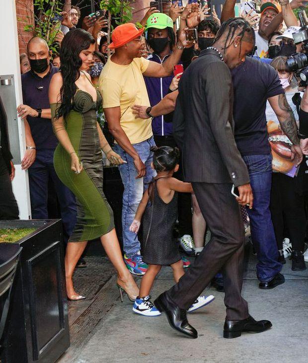Sau 2 năm toang vì tiểu tam, Kylie Jenner và Travis Scott chính thức tái hợp, cách chàng gọi nàng báo hiệu tin vui? - Ảnh 3.