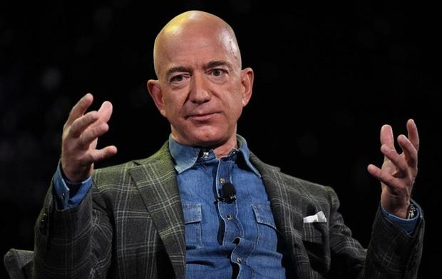 Chưa kịp bay lên không gian, Jeff Bezos đã bị hàng nghìn người muốn cấm trở về Trái Đất - Ảnh 2.