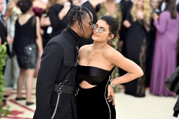 Sau 2 năm toang vì tiểu tam, Kylie Jenner và Travis Scott chính thức tái hợp, cách chàng gọi nàng báo hiệu tin vui? - Ảnh 10.