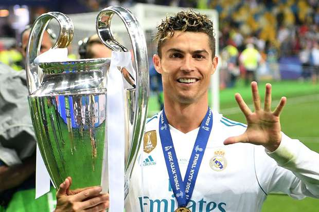 Tỷ phú bóng đá Cristiano Ronaldo: Từ cậu bé nghèo tới siêu sao quyền lực chỉ cần 5 giây để Coca-Cola mất 4 tỷ đô - Ảnh 5.