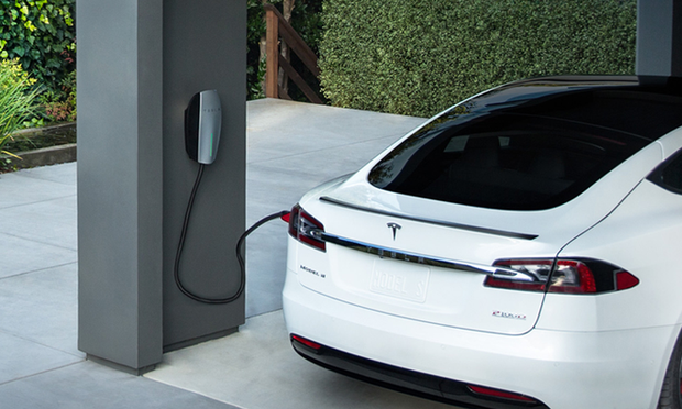 VinFast sẽ cung cấp bộ sạc xe điện tại nhà cho người dùng có nhu cầu, giá dự kiến 5,5 triệu đồng - Ảnh 1.